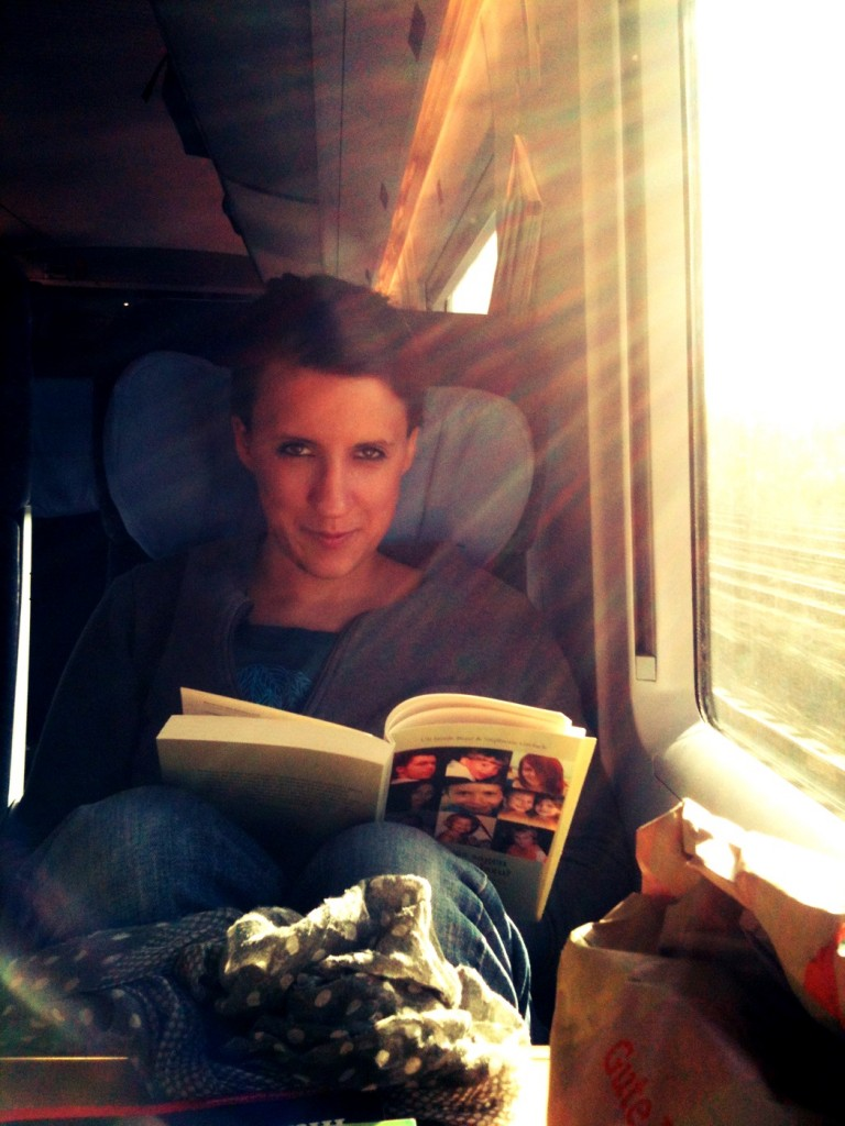 """Anna liest auf dem Weg an die Ostee """"Und was sagen die Kinder dazu""""?"""